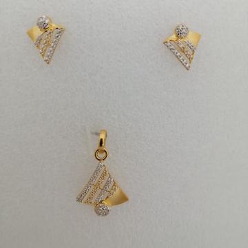 916 gold diamond butty pendant set by Vinayak Gold