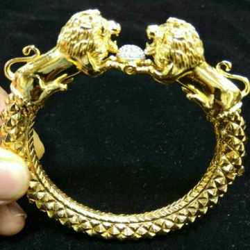22KT Gold Stylish Lion Design Gents Kada