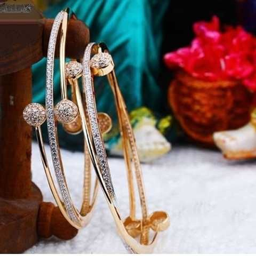 18 k gold bangle.  nj-b0646