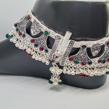 Silver fancy payal by Zaverat