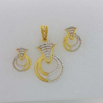 22KT Yellow Gold Ladies Prong Pendant Set