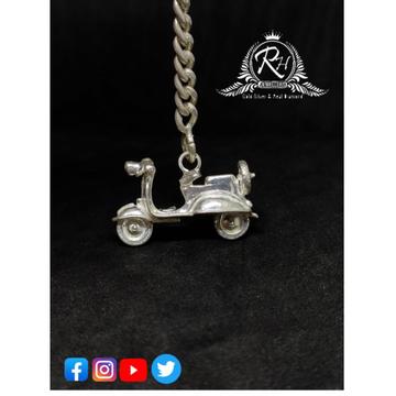 silver scooty shape keychain for two wheeler RH-KT35