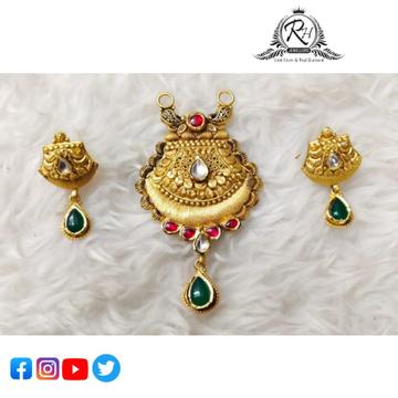 22 carat gold traditional pendant set RH-PN484