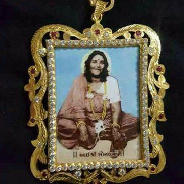 22KT Gold Sonalba Photo Pendant