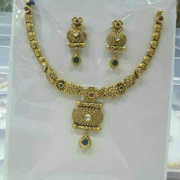 22K / 916 Gold Classic Jadtar Necklace Set