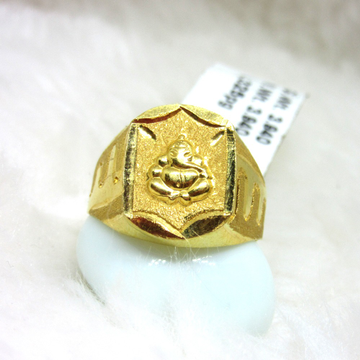Gold Ganesha Gents Ring
