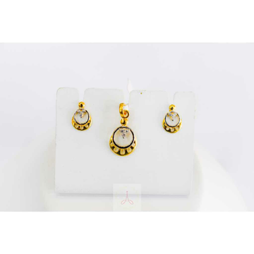 18c Gold Pendal Set