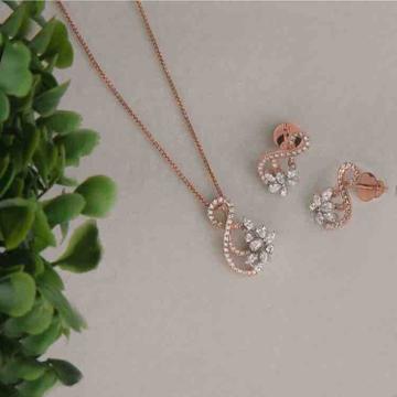 18KT Fancy Designer Diamond Pendant Set by