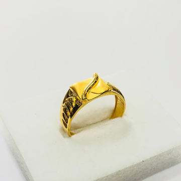 22kt, 916 hm, yellow gold Curved line design ring for men jkr224