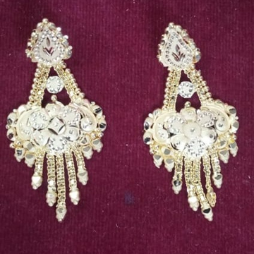 22KT Gold Hallmark Traditional Earring  by Samanta Alok Nepal