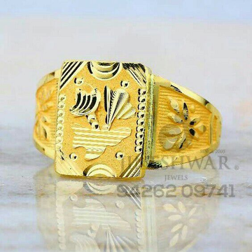 Precious Designer Fancy Plain Gold Gents Ring