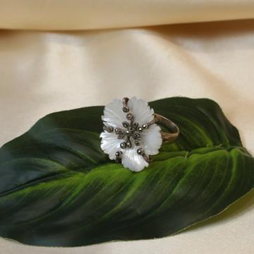 92.5 Sterling Silver Flower Design White Pearl Antique Ring For Women