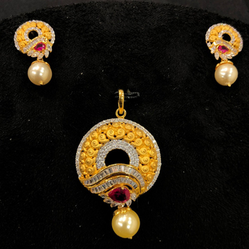 Cz gold round design pendant set by