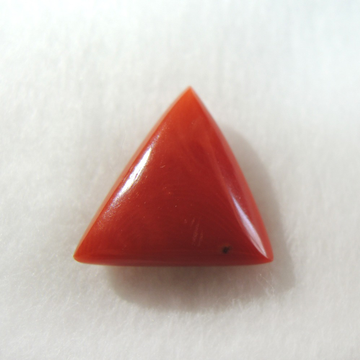 3.56ct (6.10 ratti)  triangle natural red-coral (mungaa) KBG-C017