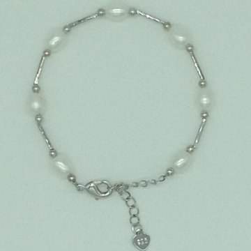 White ovalpearlswith whitepipe alloy chainbraceletjbg0133