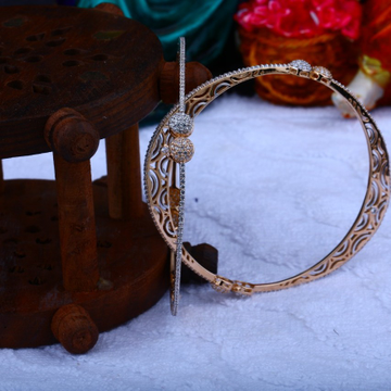 18 k Gold Fancy Bangle. NJ-B049