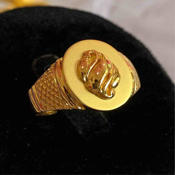 Gents Ring Oval Shaped by Kanishq Jewels