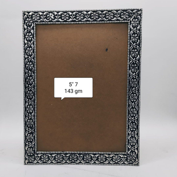 Pure silver photo frame in fine carvings po-171-06 by Puran Ornaments