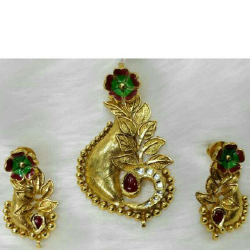 22K Gold Antique Single Leaf Naka Pendant Set