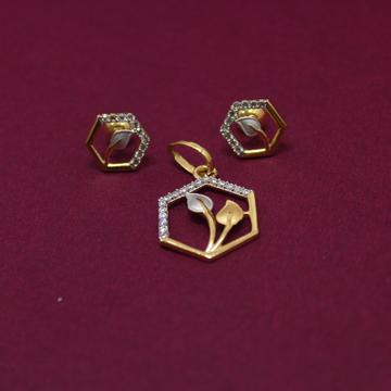 916 Hallmarked Beautiful Leaf Design Pendant Set by Simandhar Jewellers