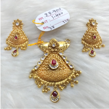 22KT Gold Indian Style Pendant Set