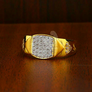 916 Fancy Cz Gold Gents Ring