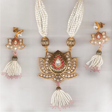 916 Gold Antique Lotus Design Necklace Set From Rajkot
