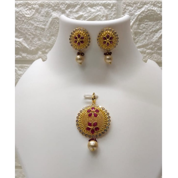 18k gold fancy pink stone pendant set by