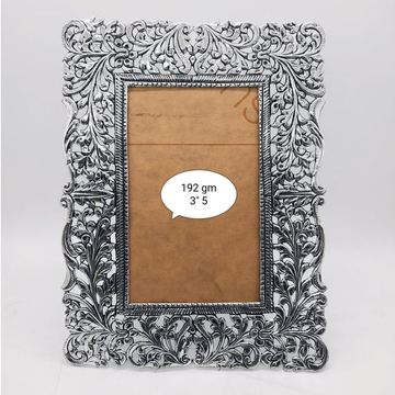 Pure silver photo frame in fine carvings po-171-02 by Puran Ornaments