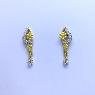 designing fancy flower gold earrings by