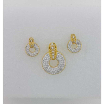 22KT Yellow Gold Prong Studded Pendant set