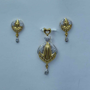 Executive pendant set for Women