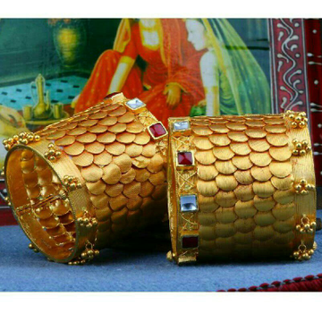 22K / 916 Gold Stone Antique Bangle