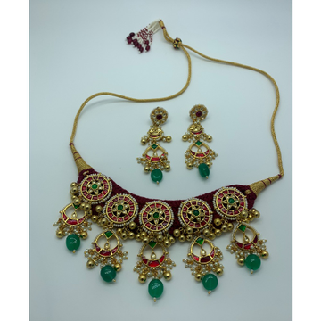 Stylish Kundan Bridal Necklace Set by