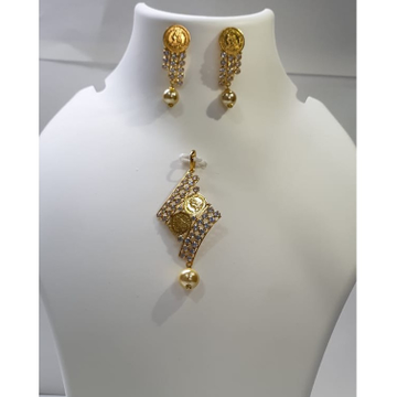 Gold light weight coin design pendant set by