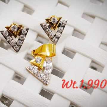 22KT yellow Gold Pyramid Shaped Pendent butti Set For Women