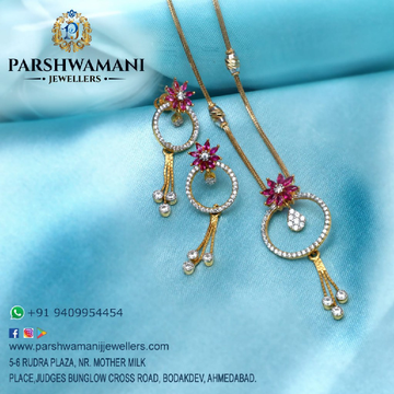 22 Kt Gold Round Shape cz & pink Choki Stone Fancy pendent set with Fancy chain for Women