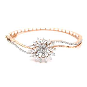 Novus Diamond Bracelet with a Flower Motif in Rose Gold