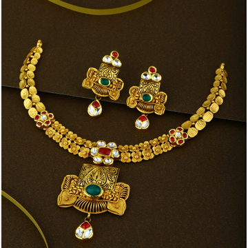 916 Elegant Kundan Bridal Gold Necklace Set
