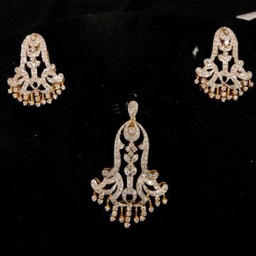 Gold stylish diamond pendant set by