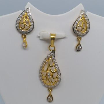22 kt 916 gold pendant set by Zaverat