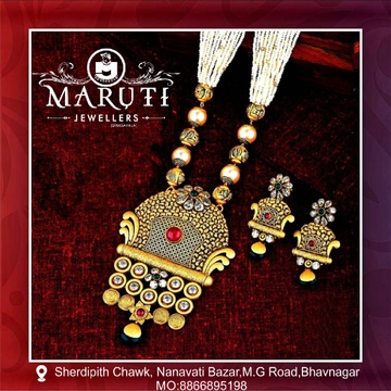 Gold Antique Pendant Butti Set