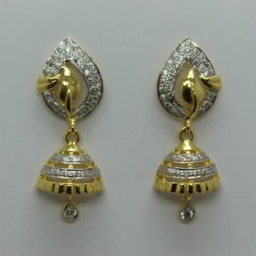 22k cz diamond gold earrings by Shree Sumangal Jewellers