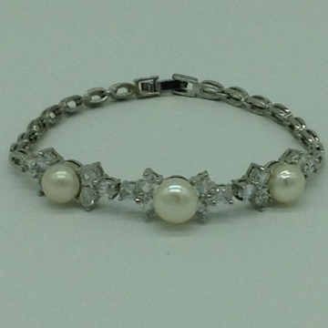 White Button Pearls And White CZ White Alloy Chain Bracelet JBG0209