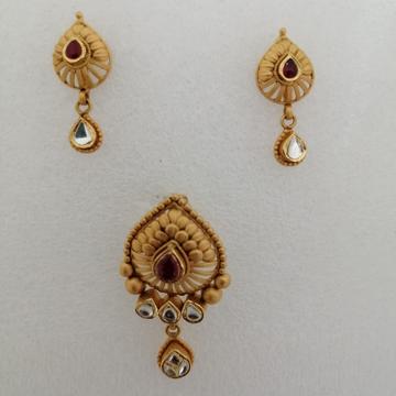 916 gold antique jadtar butty pendant set by Vinayak Gold