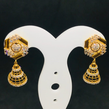 18 CARAT GOLD DROP EARRING BT0057