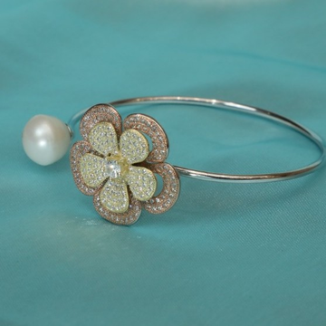 Sterling Silver Rose Gold Plated Rose Petals With White Pearl For Women Hands