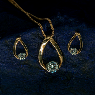 Rose gold pendant set by
