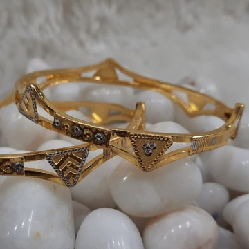 916 Ladies Gold Delicate Cooper Bangle SG65 by