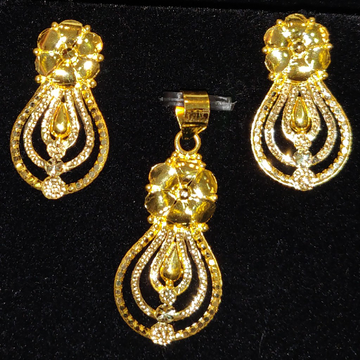 Latest Handmade Pendant Set by Gold & Silver Palace
